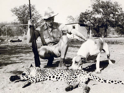 Peter Stark with hunted predator. Photo: http://www.namibiana.de/namibia-information/