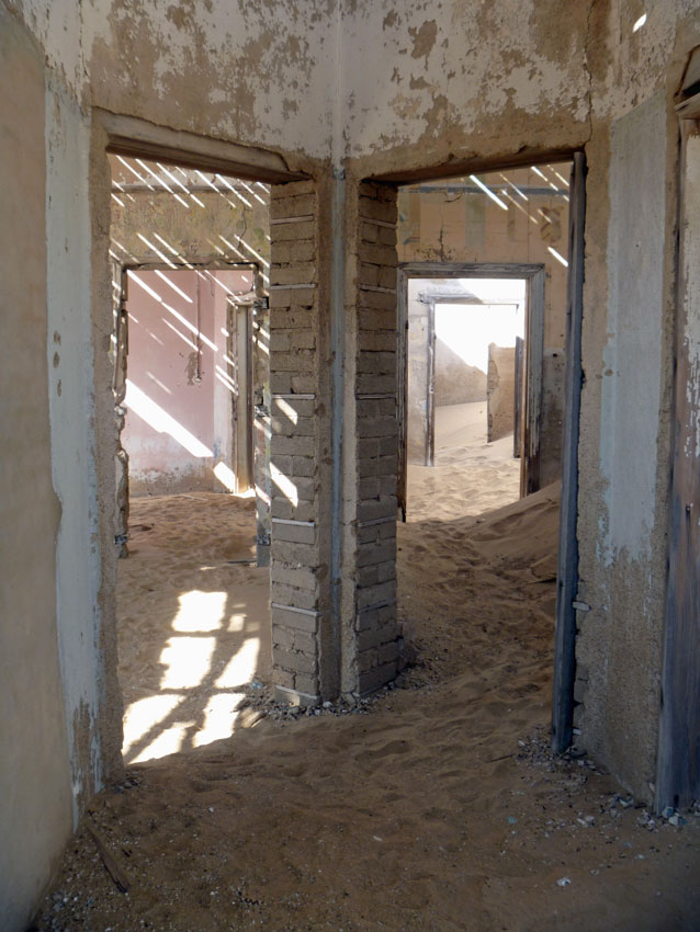 Animal tours Kolmanskop. ©Nomadic Diaries, Simon.