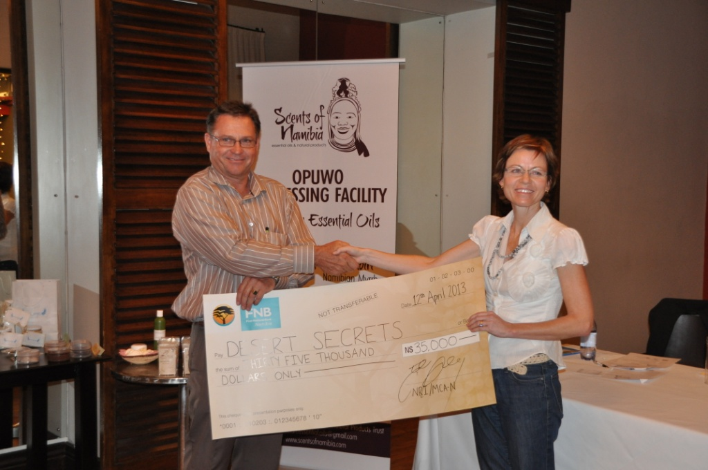 Winner-cheque_Helmke-Sartorius-von-Bach-from-MCA-Namibia-L-and-Sophia-Snyman-R_Julian-Fennessy-Natural-Resources-Institute.jpg